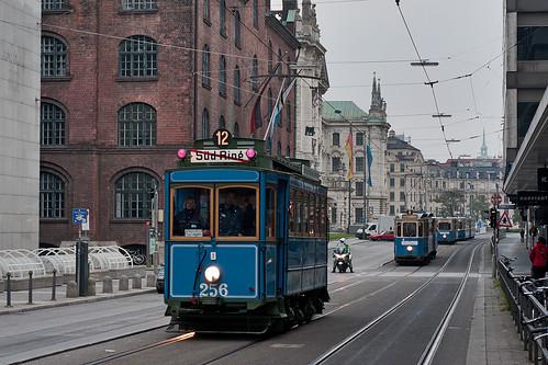 Die historischen Straßenbahnen, die in Pasing im Einsatz sind: A-Wagen, D+f-Zug, Heidelberger