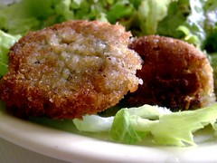 fishcake, croquette, fried food, crab cake, cutlet, kibbeh, fritter, korokke, frikadeller, food, dish, cuisine, fast food, falafel,