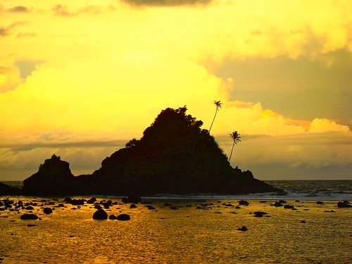 beach shipwreck samoa