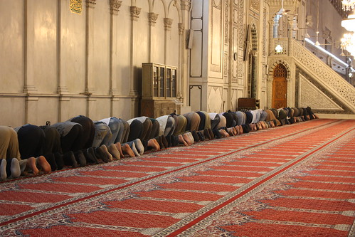 Damascus, Umayyad Mosque, prayers by Arian Zwegers