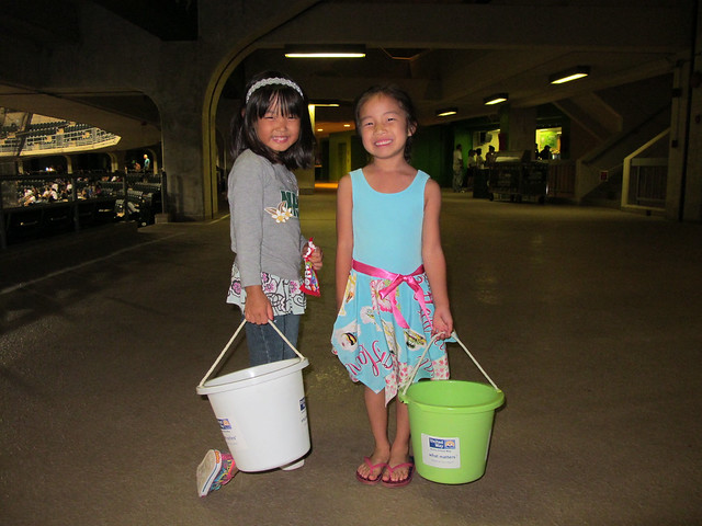 <p>Young volunteers collected donations from the audience for Aloha United Way at the the UH AUW Softball Tourment at Les Murakami Stadium on Sept. 30, 2011</p>
