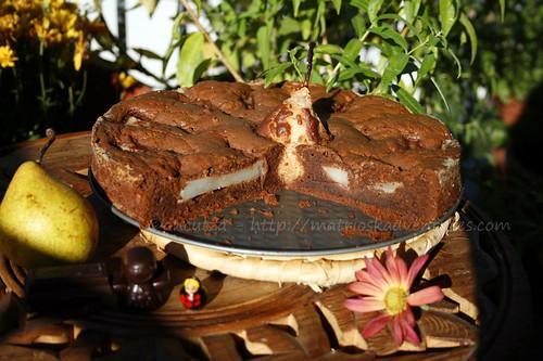 immagine torta umida al cioccolato e pere