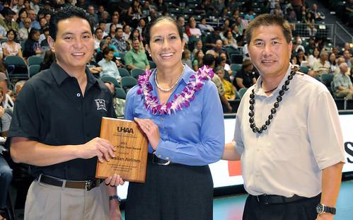 <p>University of Hawaii Alumni Association's Patrick Oki, far left, and Alvin Katahara, far right, presented the award to Hawaiian Airlines' Debbie Nakanelua-Richards.</p>