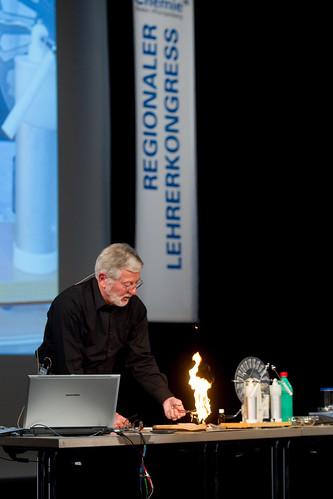 Lehrerkongress der chemischen Industrie 2011 in Hockenheim: Naturwissenschaften im Dialog erleben