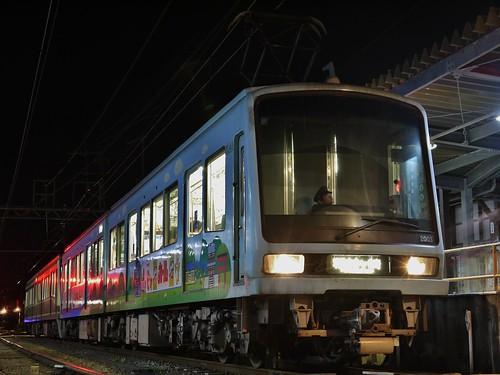 江ノ電2003F+2001F稲村ヶ崎行き最終電車@長谷