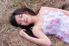 [フリー画像素材] 人物, 女性 - アジア, ワンピース・ドレス, 台湾人, 女性 - 横たわる・寝転ぶ, 人物 - 目を閉じる ID:201112032000