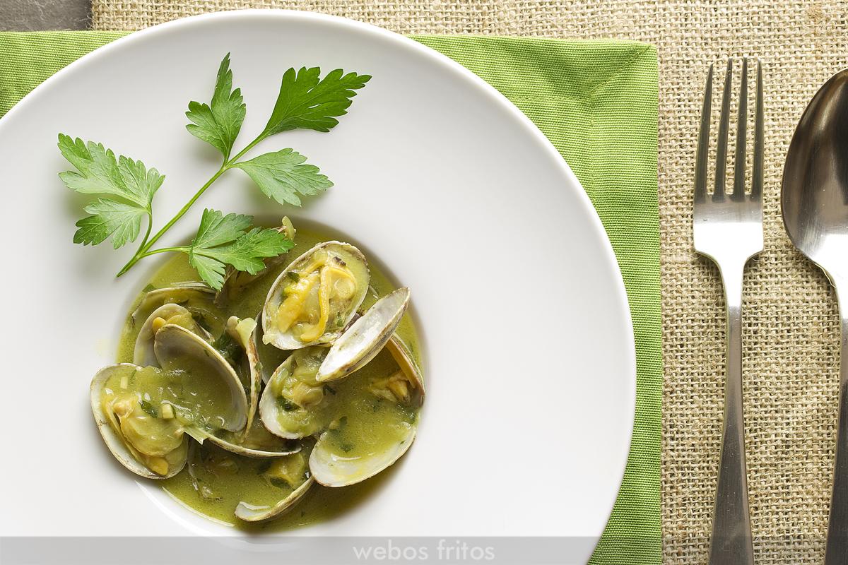 Almejas en salsa verde webos fritos - Salsa verde para almejas ...