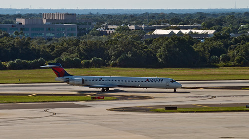 Delta MD90 N921DN