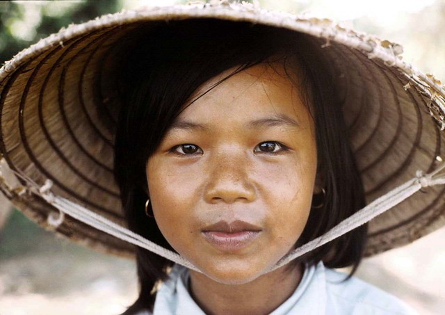 Quang Tri 1967 - Vietnam hat girl - Photo by Edward Palm
