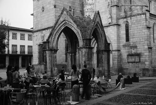 Guimarães - Largo da Oliveira by Carlos de Matos