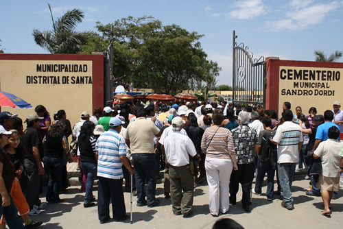 El Santa victims are brought to cemetery