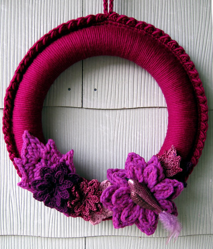 crochet wrapped wreath w/flowers