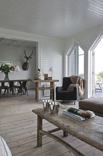 Jesper Ray / Bolig Magasinet {white and wood rustic modern living room}