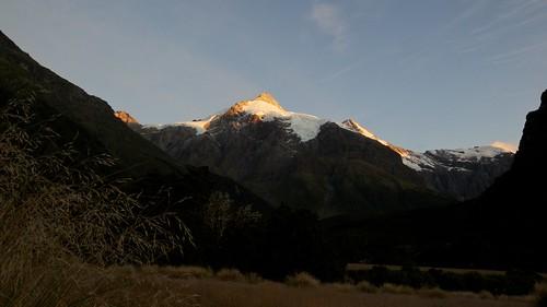 newzealand mountains landscape sunrisesunset mtaspiringnationalpark teararoa thelongpathway