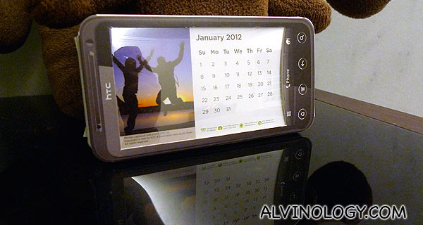 HTC EVO 3D-shaped desk calendar