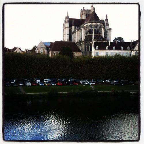 已經在法國勃根第的Auxerre了