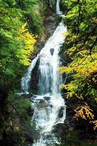 autumn usa fall geotagged waterfall vermont unitedstates newengland fallfoliage mossglenfalls geo:lat=4448403479554362 geo:lon=7262229143383786