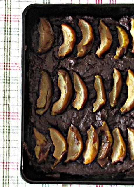 Brownies di Carrube con Nocciole e Pere
