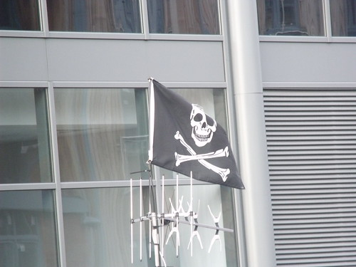 Worcester & Birmingham Canal, Worcester - Pirate flag