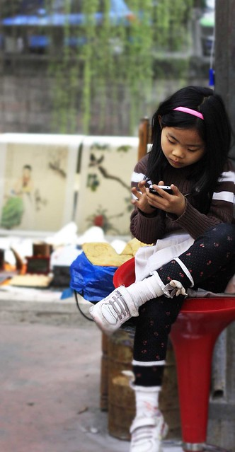 girl on iphone