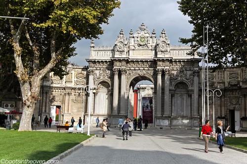 Dolmabaçe Entrance