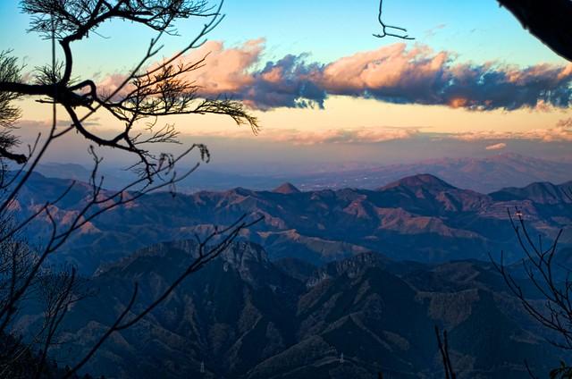 両神山から見た二子山と群馬の山稜