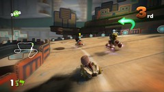 LBPK_screenshot_1_31.5 - Racing Loops gameplay sackboy