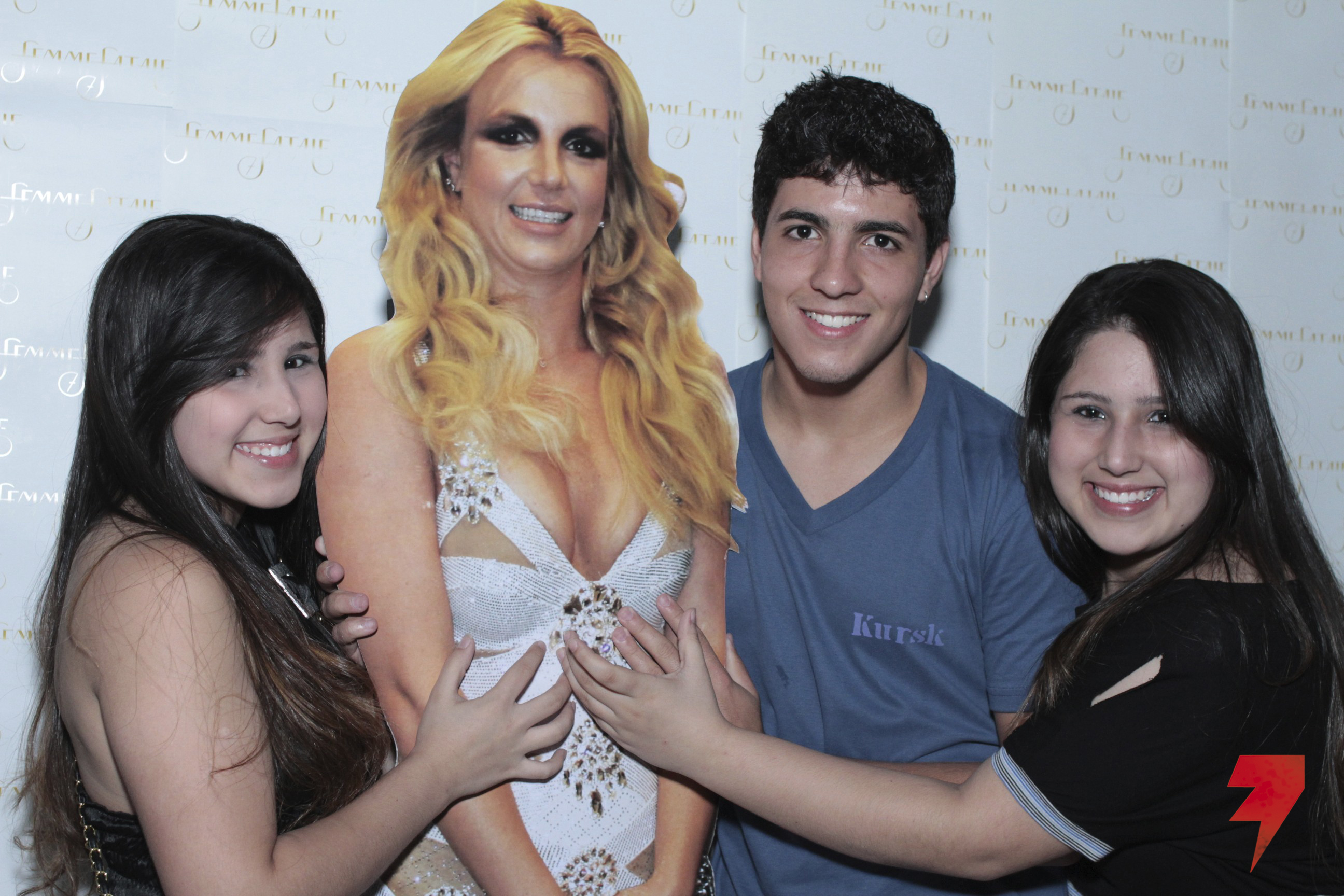 I thought this was a real meet and greet picture the britney 634148461011c5fcd2a0og m4hsunfo