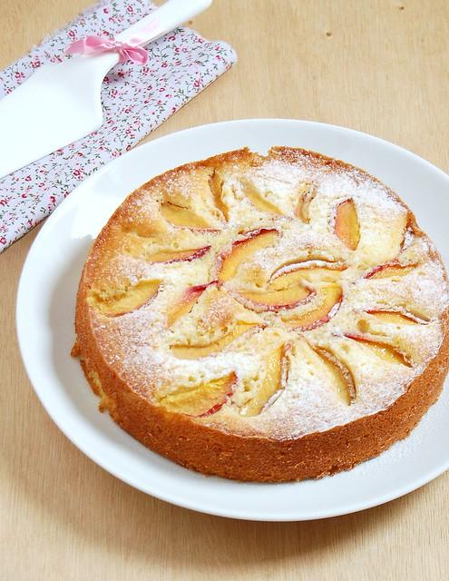 Lemony nectarine cake / Bolo de nectarina e limão siciliano