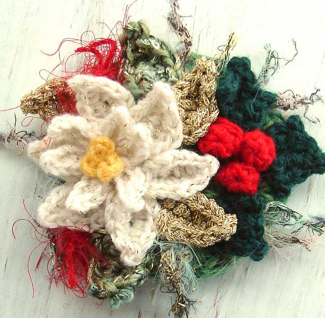 Free Online Christmas Crochet Patterns : CROCHET CHRISTMAS PINS ? Crochet For Beginners