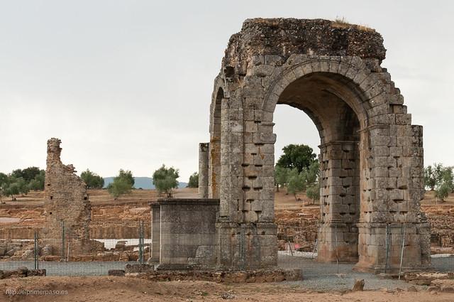 Restos de la ciudad romana de Cáparra