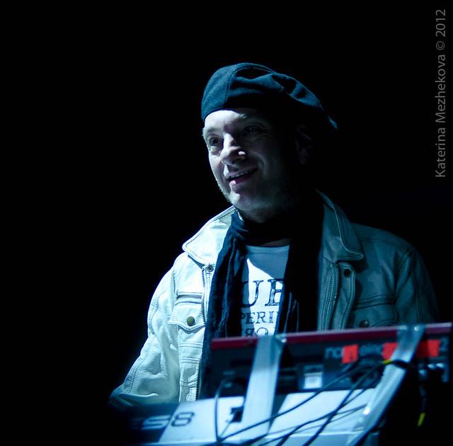 Anders Olinder, keyboards