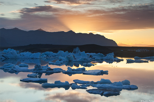 Insomnia at the Glacier Lagoon, south Iceland