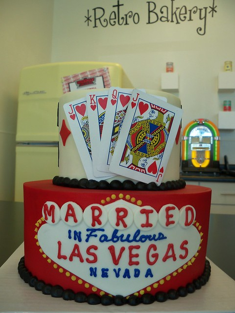 Married In Las Vegas With Cards Cake