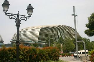 Esplanade Theatres जवळ सिंगापुर की छवि. zoo singapore 2011