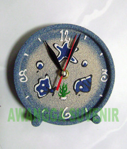 souvenir jam beker pasir