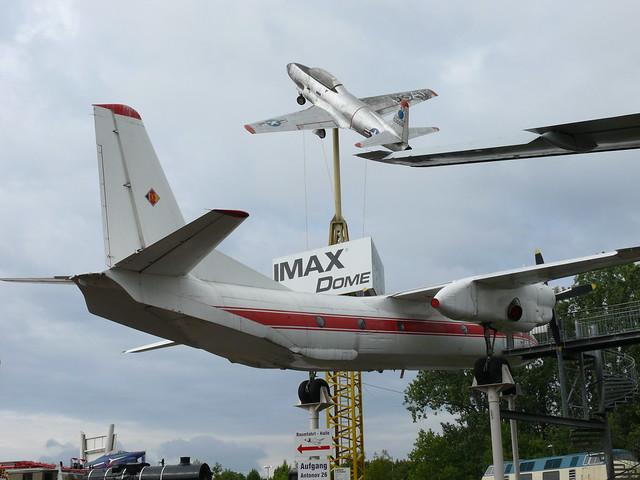 Antonow An-26 und Lockheed T-33 A