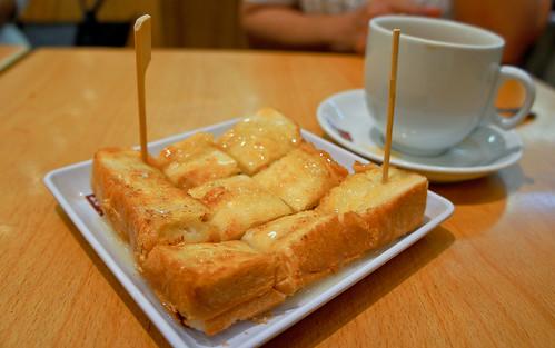Thick Toast with milk and tea ขนมปังปิ้งนมข้น