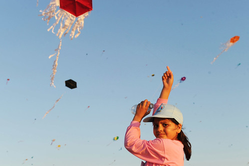 Palestinian Children Break World Record for Kite Flying