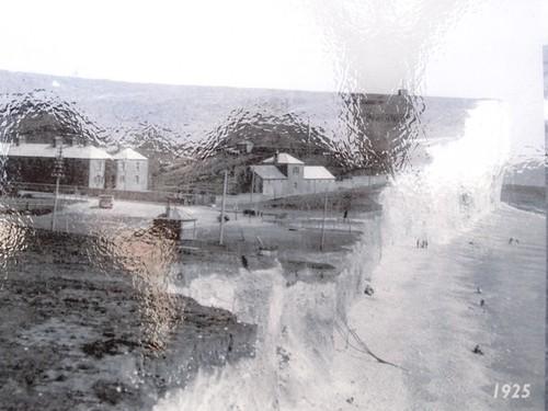 詳細研究紀錄海岸線變遷歷史(圖片為柏令海峽1925年照片)。