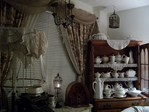 Living room window w/toile and burlap