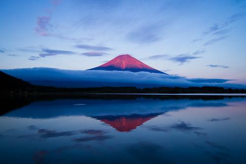 blue sunset red japan reflections fujisan goldenhour mtfuji yamanashi agustinrafaelreyes