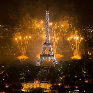 Feu d'artifice du 14 juillet 2011 sur le sites de la Tour Eiffel et du Trocadéro à Paris vu de la Tour Montparnasse - Fireworks on Eiffel Tower