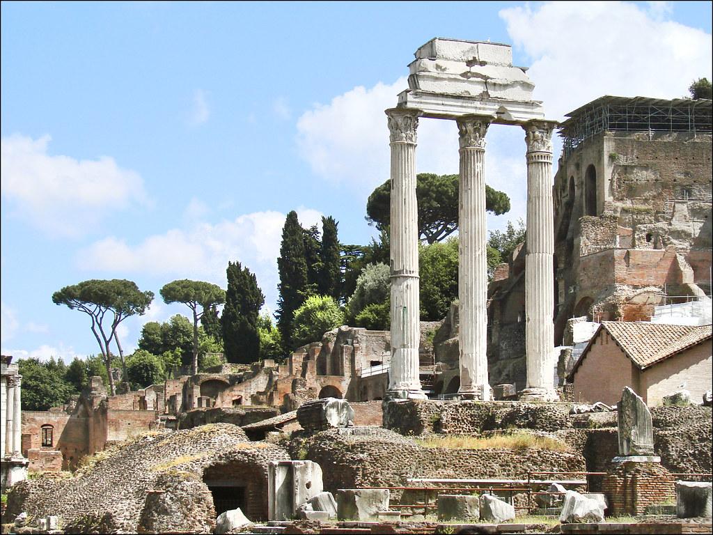 Monument à Rome : Le temple des Dioscures (Castor et Pollux) sur le Forum Romain – Photo Jean Pierre Dalbéra