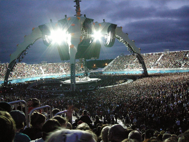 U2 at Monton's Magnetic Hill concert site by CC user robceemoz on Flickr