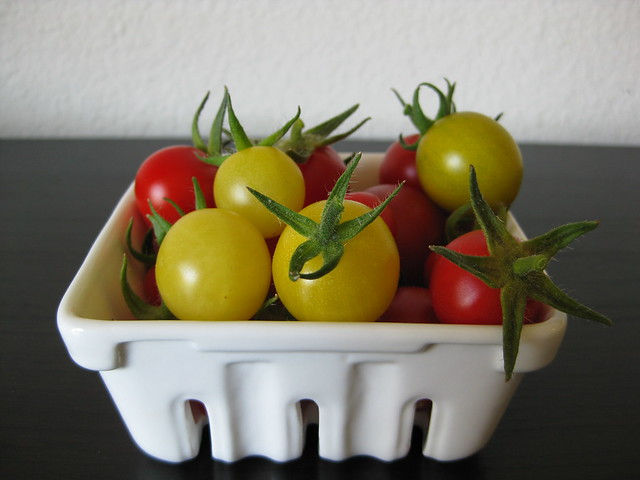 basket-o-tomatoes