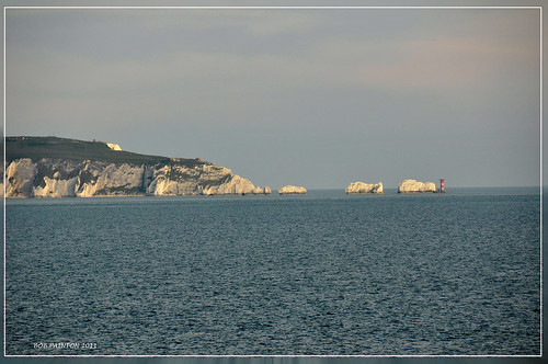 THE NEEDLES I-O-W FROM HURST SPIT
