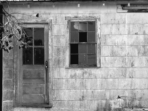 Old barn with broken windows | Abandoned old barn with ...