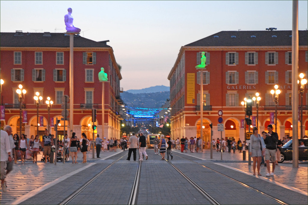 La place Masséna au crépuscule (Nice)