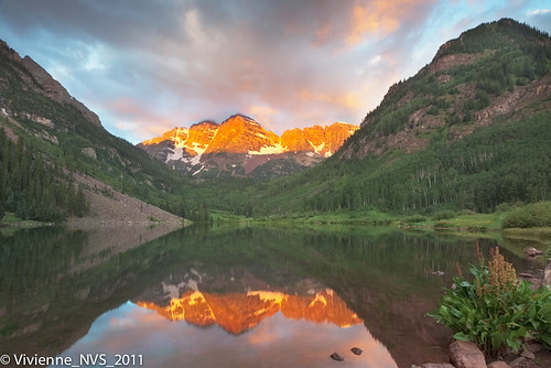 mountains sunrise reflections colorado wildflowers alpenglow maroonbells maroonlake